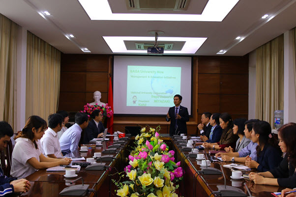 Holding a meeting with President of Saga University Miyazaki