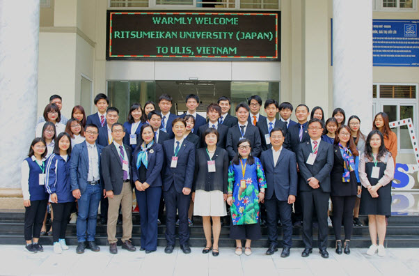 Vietnamese language and culture course for 14 students of